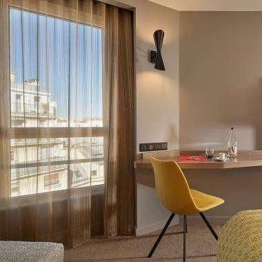 Room-Deluxe-hotel-Auteuil-Tour Eiffel-paris