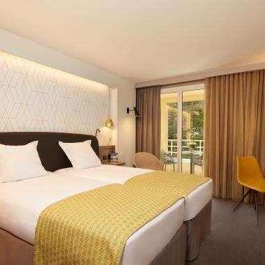 Room-SuperieurBalcon-hotel-Auteuil-Tour Eiffel-paris