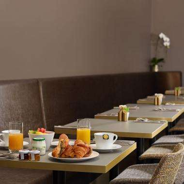Breakfast-hotel-Auteuil-toureiffel -paris